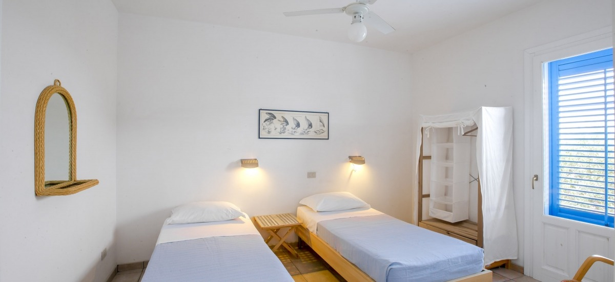 Alternative to doublebed: two single bed